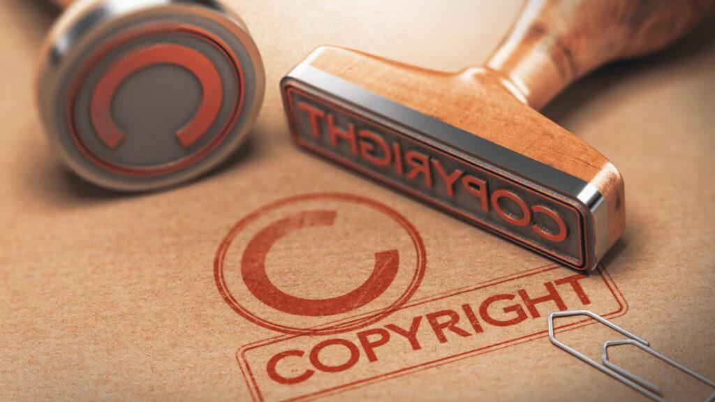 著作権という文字のハンコを押している